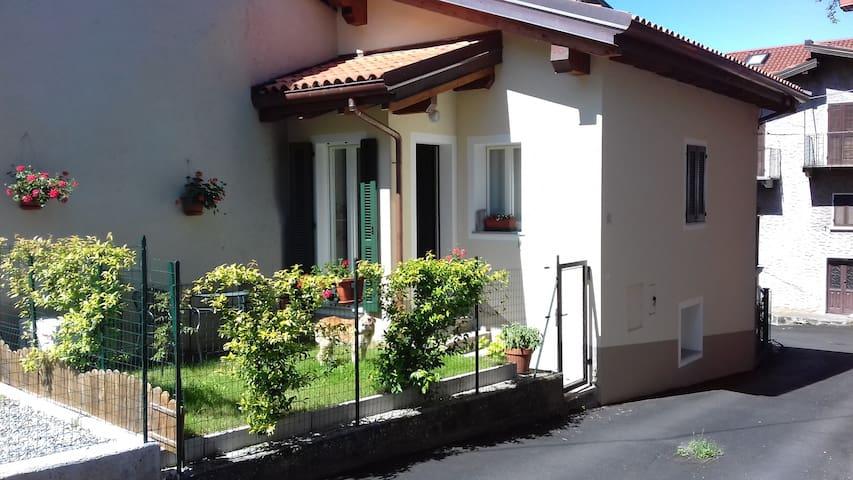 Casetta con giardino
