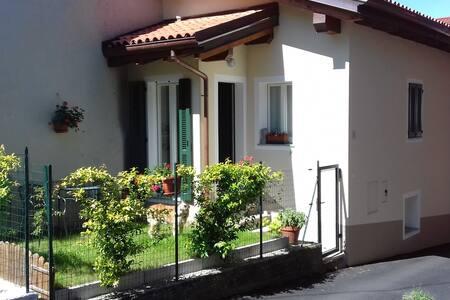Casetta con giardino. Casa Nicolino