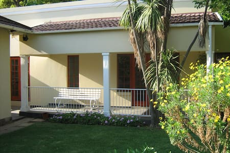 Self contained 2 bedroom cottage - Benoni - Bungalov