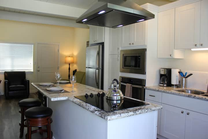 OCEAN VIEW, 1BR, OUTSTANDING LOCATION Unit F