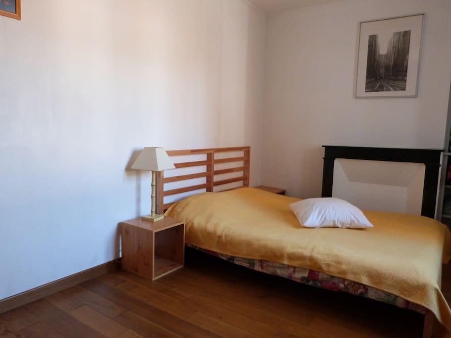 chambre chez l 39 habitant appartements louer rouen haute normandie france. Black Bedroom Furniture Sets. Home Design Ideas