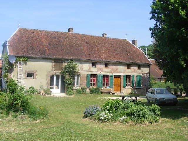 gite rural en Pays d'Othe - Maraye-en-Othe - Casa