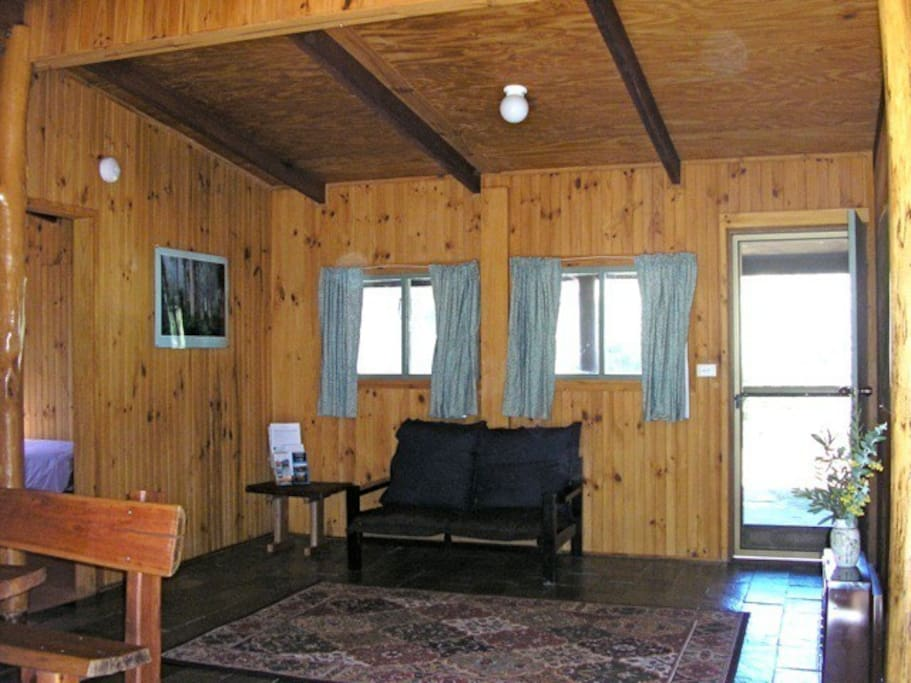 Budawang Cottage - Open plan living/dining area.