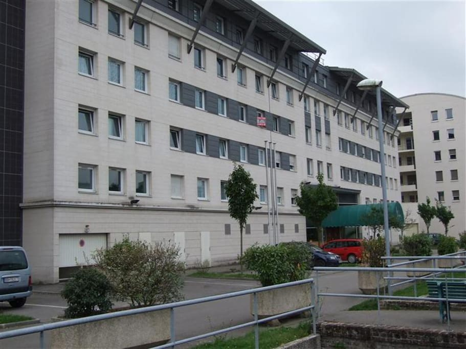 F2 meuble parking proche chu apartments for rent in for Location meuble rouen