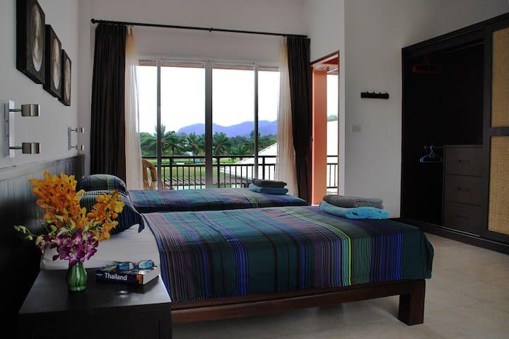 Sovrum C -Privat badrum och luftkonditionering i alla tre sovrum som ligger på andra våningen