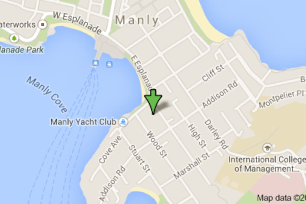 Close to Manly Ferry, restaurants and the famous Manly Beach