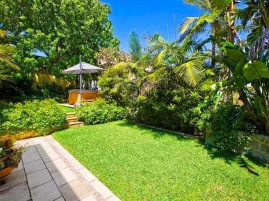 Flat opens into relaxing sunny garden