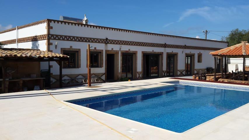 V4 Oliveira Algoz - São Bartolomeu de Messines - House