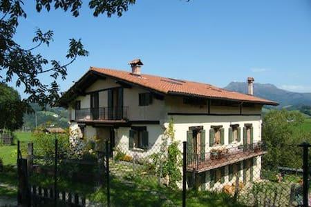 Apartamento entre la montaña y la costa - Bera - Apartemen