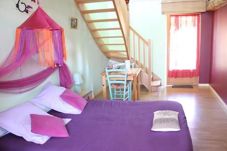 LOYSANCE - Guest room for 4 - Saint-Ouen-la-Rouërie - Bed & Breakfast