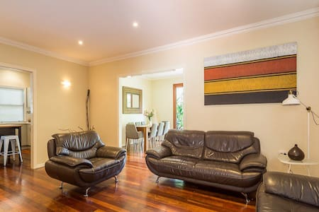 Comfortable Home in Coorparoo - Coorparoo