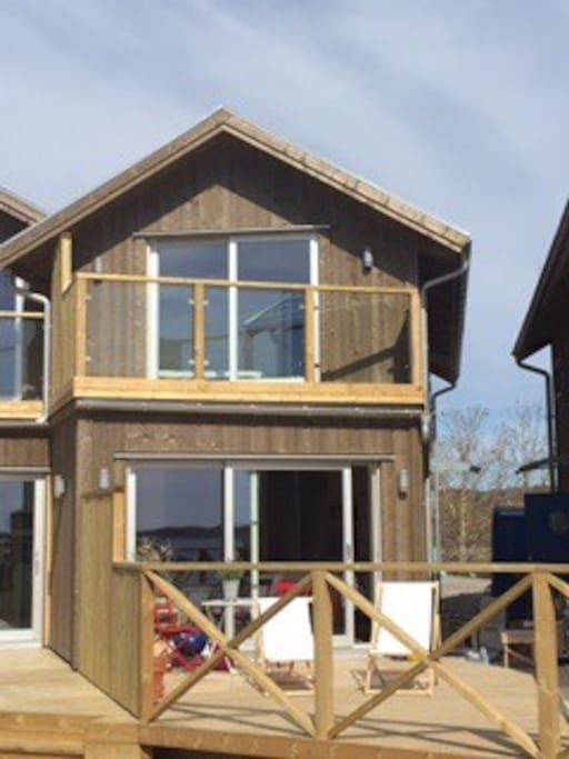 Nybyggt med stor altan och balkong!