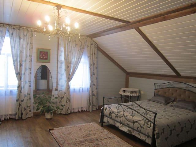 Живите в номере с антикварной мебелью - Suzdal' - Huis