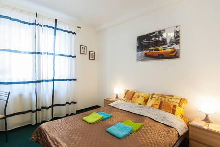 Private room in center! W-Fi free!