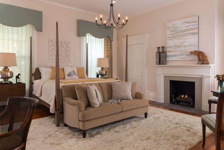 Oak Suite - Ashford Acres Inn