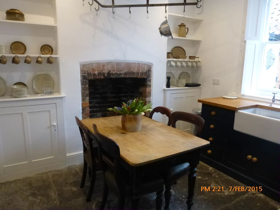 Well appointed rustic hand painted kitchen with gas hob/ electric oven/microwave/dishwasher  and all you need for your creative culinary creations!