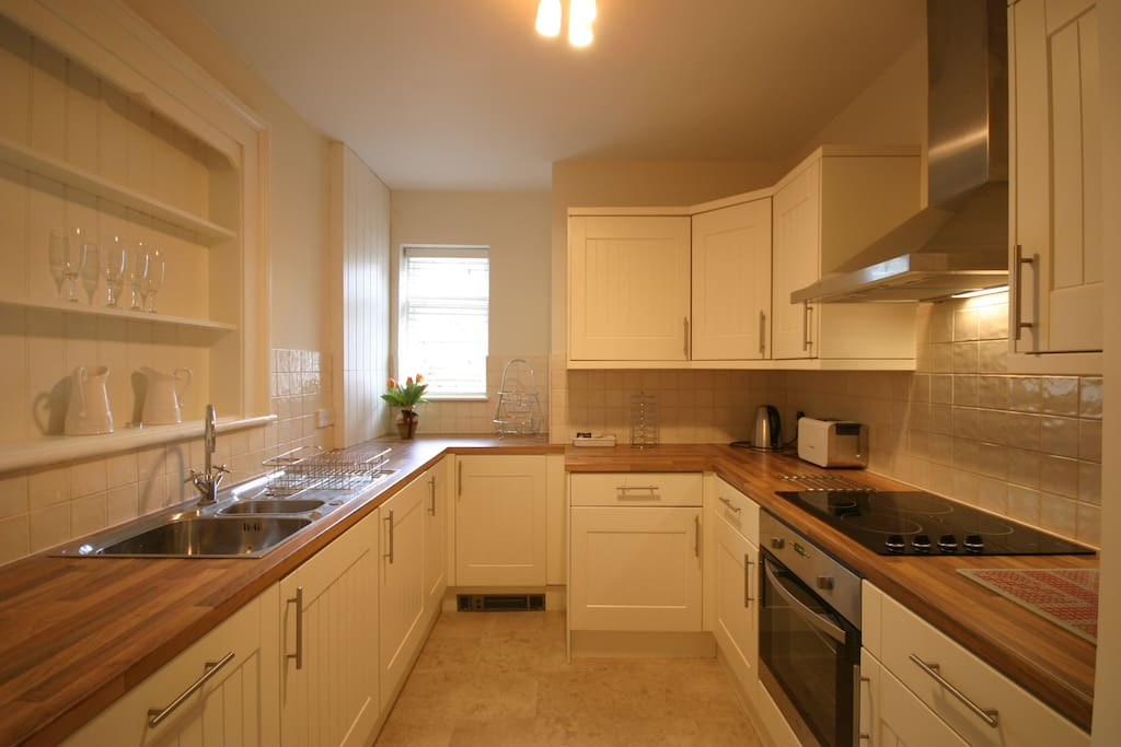 The fully fitted kitchen has modern, easy to use appliances. A range of teas and coffees are available on arrival.