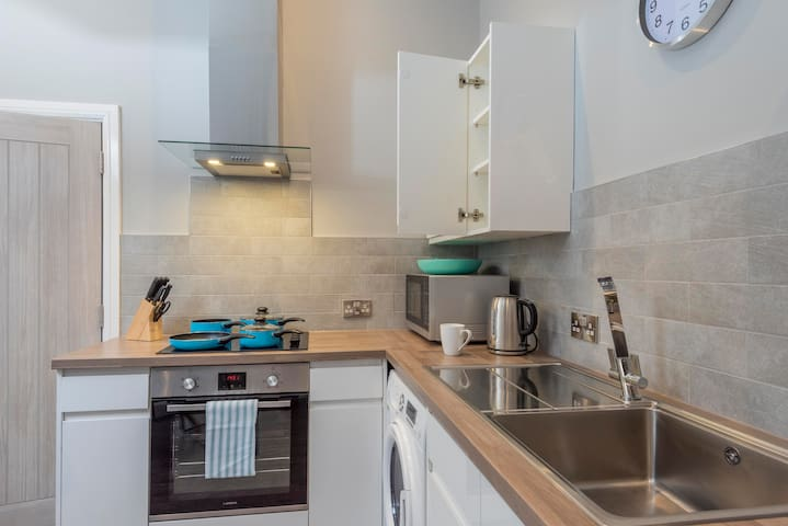 Large 1 Bedroom Serviced Apartment Bolton Town Centre