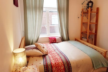 Lovely, peaceful, double bedroom 2.9 miles To City