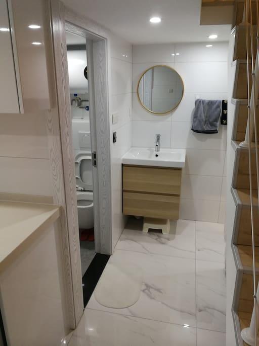 干湿分离的洗漱卫浴,更方便舒适