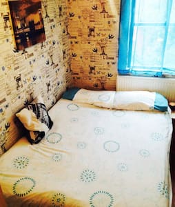 Cosy room 1 minute from station - Лондон