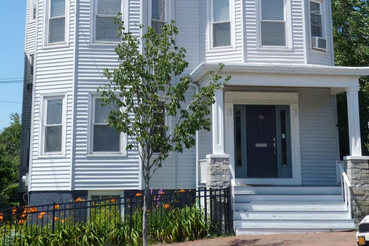 Peaceful Oasis on Munjoy Hill -1st flr/3BR+parking