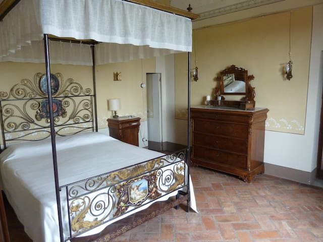 Historic House - Montefoscoli - Apartment