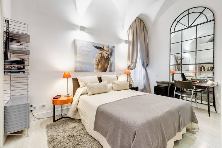 Spanish Steps apartment with private garden.