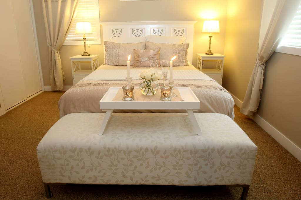 Comfortable Queen Size pillow top ensemble with 1000 thread count linen.