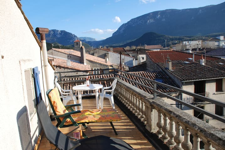 Pyrenees- Great Views-4bed 2bath Apt roof terrace! - Quillan - Huoneisto