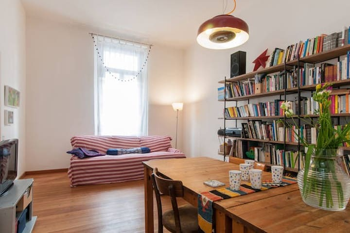 Quiet room in big flat with terrace - Mailand - Wohnung