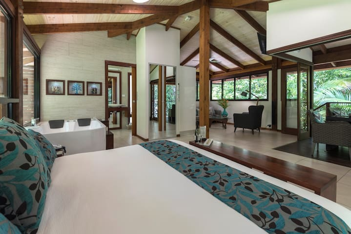 Immerse yourself in your own private piece of the Daintree Rainforest from the luxurious comfort of the Black Palm Spa Cabin