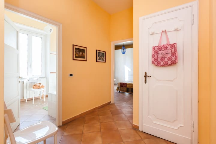 Suite for 3 people, ensuite bathoom - Roma - Villa