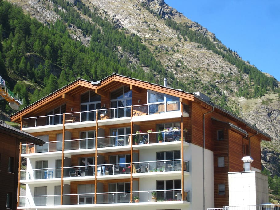 Studio located in a new chalet with lift access