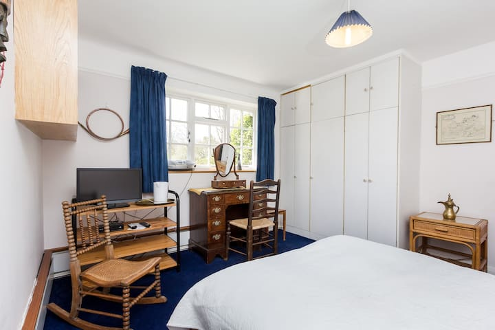 Private bedroom + bath near Dorking - Mickleham, Dorking - House
