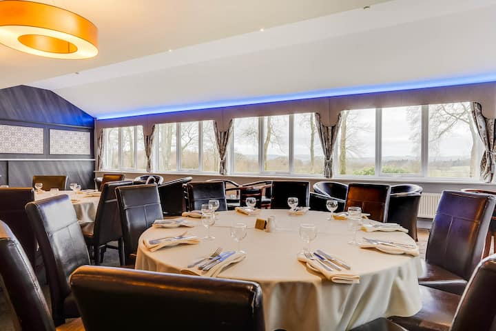 Standard Double Room in OYO Dryfesdale Hotel