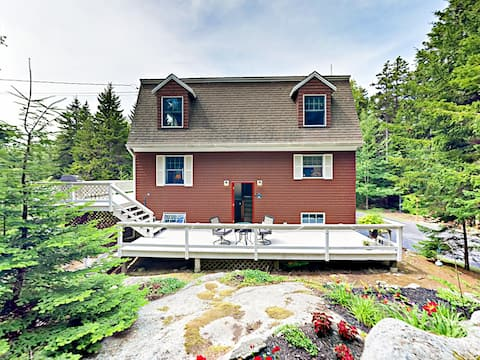 Southport Island Cottage with Deck, Chef's Kitchen