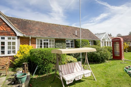 Private bedroom + bath near Dorking - Mickleham, Dorking - Casa