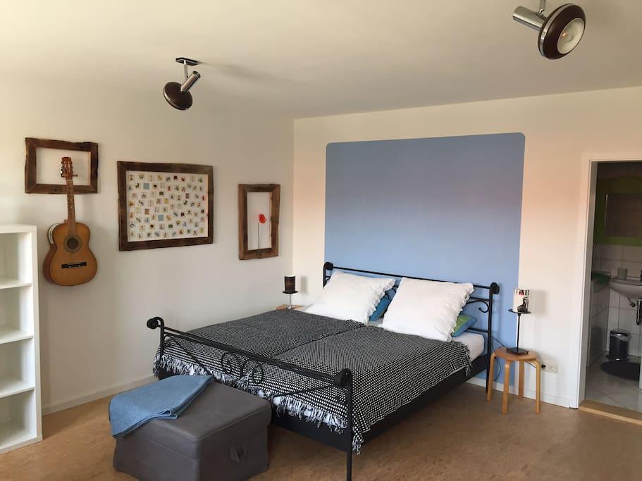 Doppelbett mit dem Maßen 180x200
