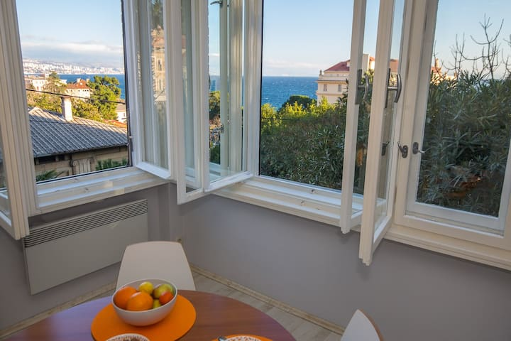 Apt in Villa Opatija center seaview - Opatija - Appartement