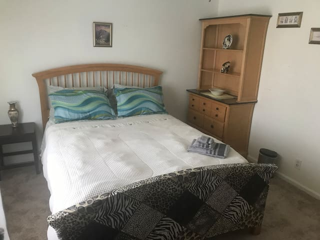 Equesterian or Professional Queen Bed W/ Fridge 2