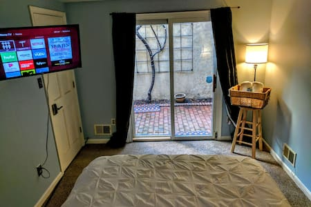 Awesome Private Room Next To It All - Baltimore