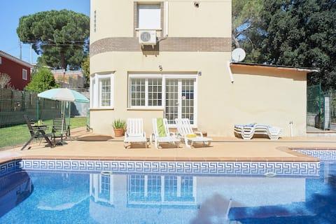 Moderne hjem 12 (8+4) stenger Barcelona F1-GP Beach