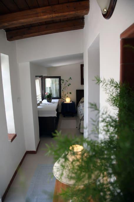La stanza in dependance è molto rustica e accogliente,anch'essa dispone di connessione wifi e aria condizionata
