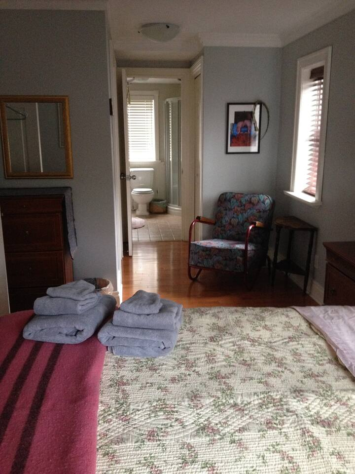 Queen bed. Large bright room. Ensuite attached. Bright spacious room