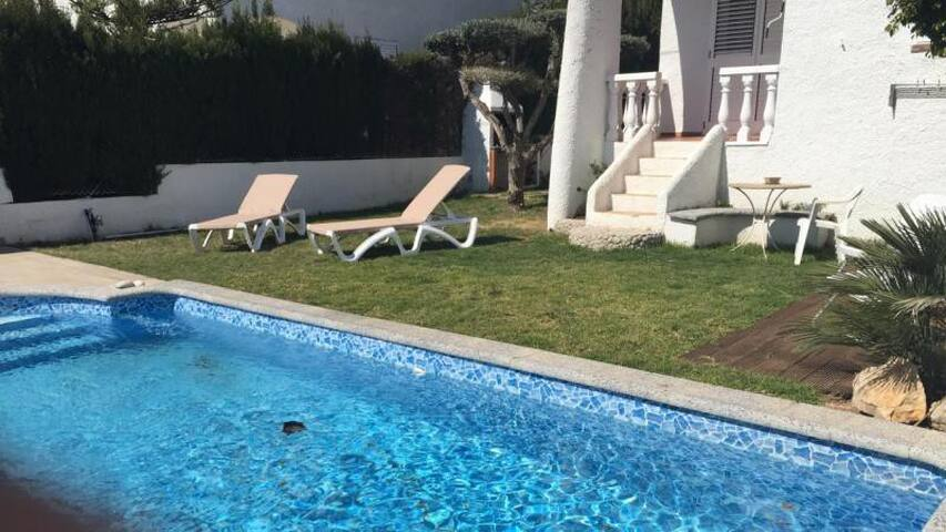 Villa 8p. swimming pool, 500 m. from the sea - Alcanar - Villa