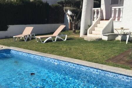 Villa 8p. swimming pool, 500 m. from the sea - アルカナー
