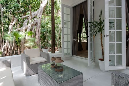 Villa 1 block to the beach & 5th Av - Playa del Carmen
