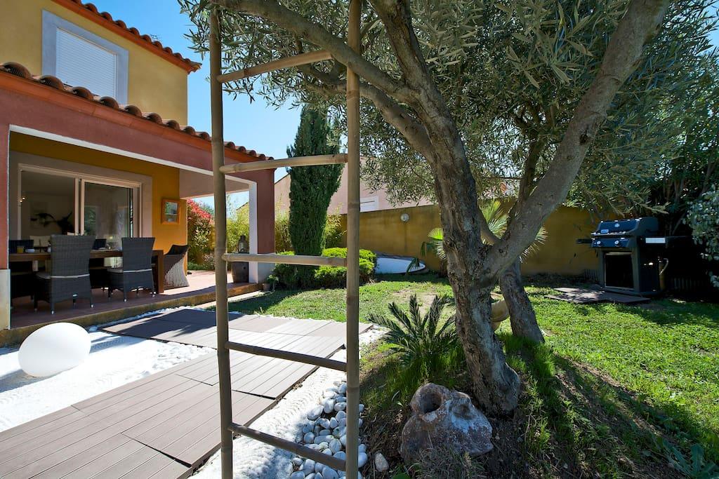 Villa avec spa sundance et jardin le grau du roi for Salon villa jardin