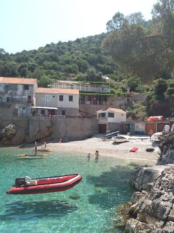 Sunshine beach house at secret bay